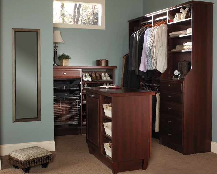 Wellborn closet cabinet gallery kitchen cabinets atlanta ga for Atlanta kitchen cabinets